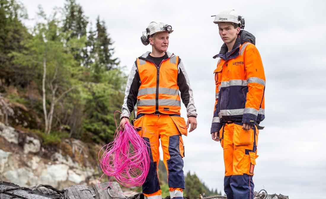 Bergsprenger Joakim Dyrendal t.v. og anleggsleder Ole John Letnes