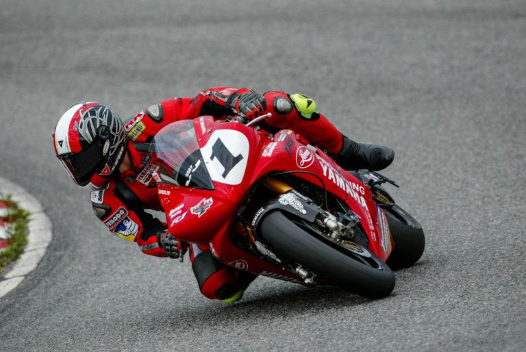 MC-KONGE: Oddgeir Havnen ble norgesmester i roadracing i klassen Superbike åtte år på rad, og nordisk mester to ganger. Her fra NM på Rudskogen i 2004. (Foto: Rene Skaret).