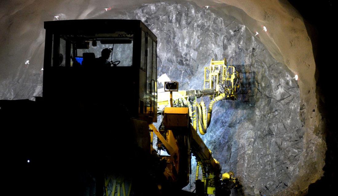 NCCs mannskaper i arbeide på stuff i sidetunnelen på E39 Rogfast-E13 Arsvågen i Rogaland. (Foto: Øyvind Ellingsen/Statens vegvesen).