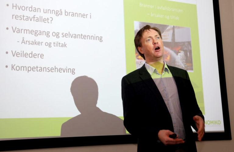 Sverre Valde, daglig leder i Nomiko, la fram rapporten på MEF-konferansen 22. mars 2019. (Foto: Runar F. Daler).