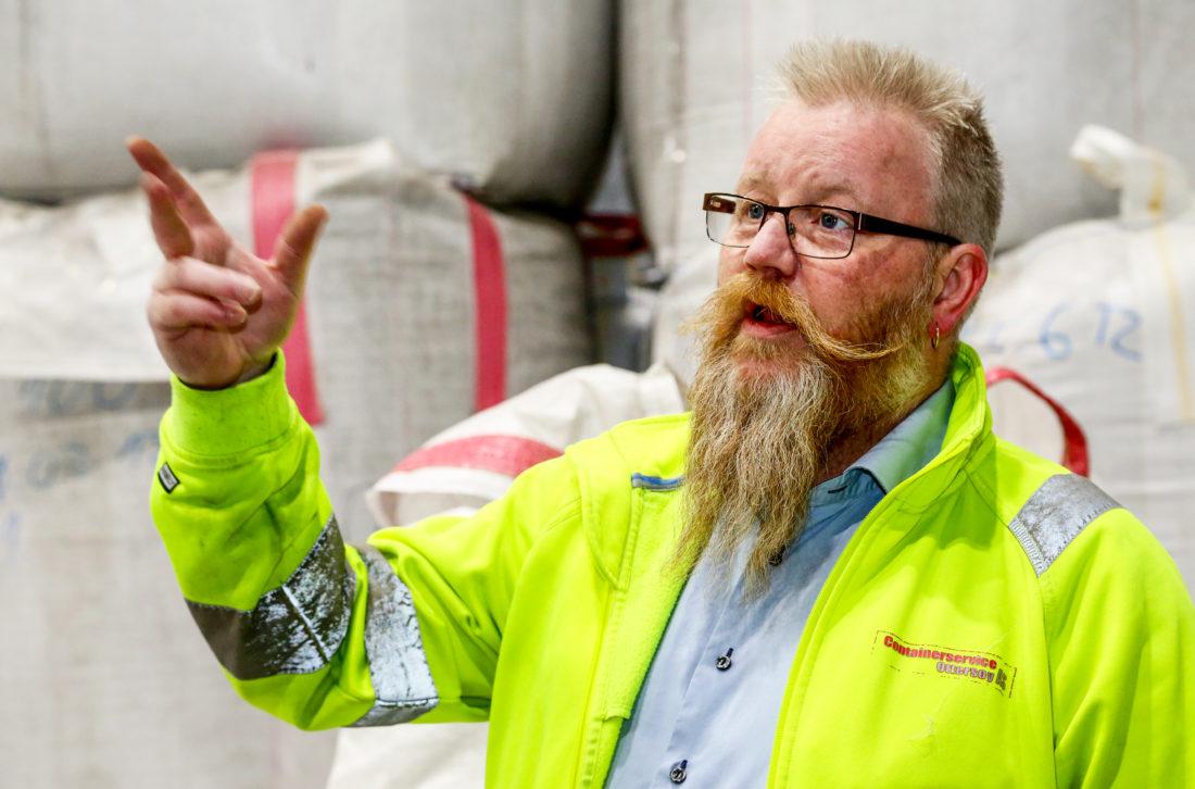 GRÜNDER: Tom Richard Hamland er nytenkende og ambisiøs. En utfordring er imidlertid at mange velger å deponere plastavfallet sitt, fordi det er billigere enn å kjøre det til gjenvinning. (Foto: Runar F. Daler).