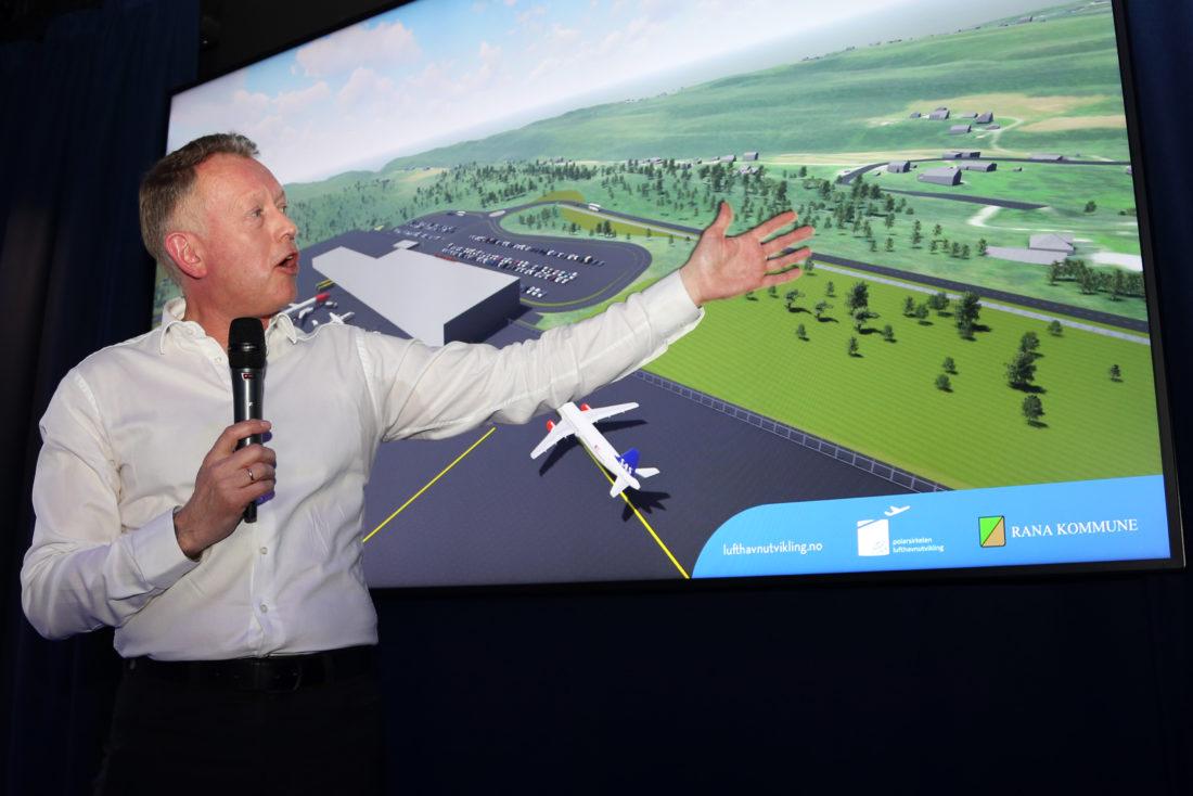 ENTUSIASTISK: Henrik Johansen, daglig leder i Polarsirkelen Lufthavnutvikling AS (PLU) presenterer det spennende prosjektet for forsamlingen i Oslo i mars. Mange av tilhørerne var potensielle entreprenører for den kommende utbyggingen. (Foto: Runar F. Daler).