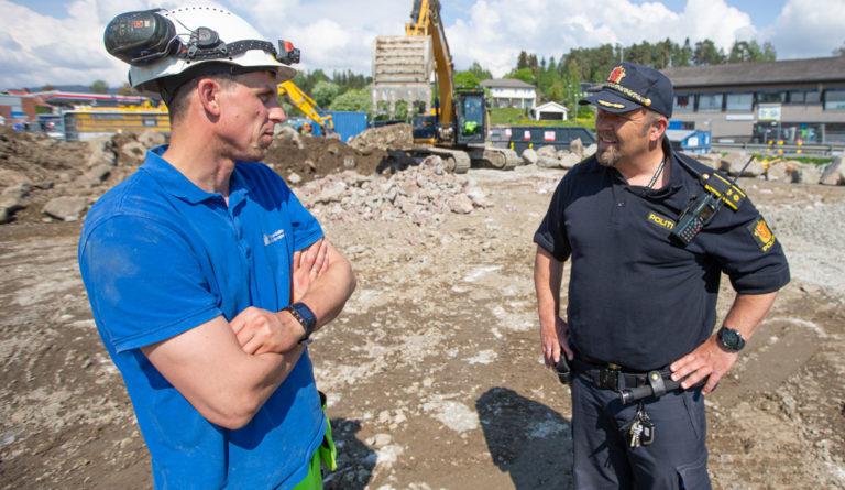 Anleggsleder Trond Are Nilsbakken og politioverbetjent Magnar Harloff