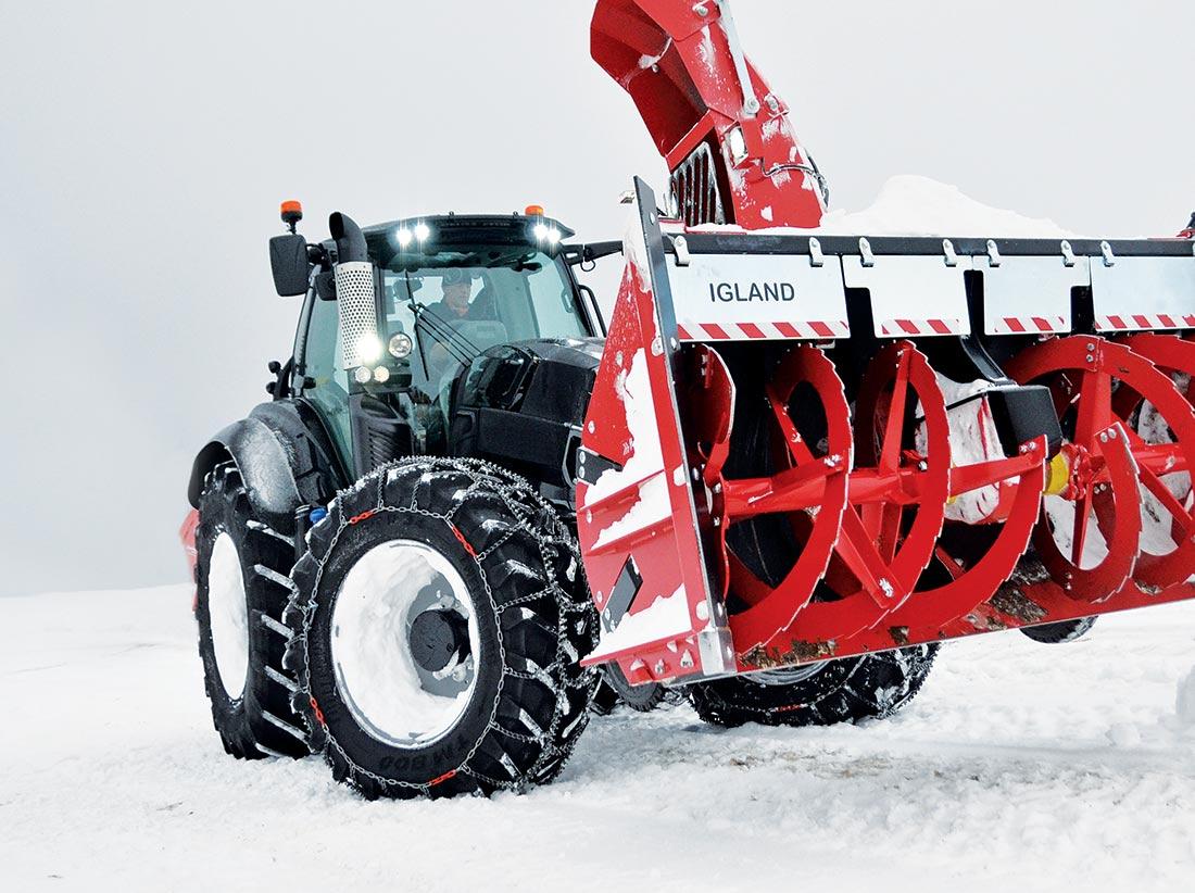 Traktor med Trygg kjetting og Igland fres