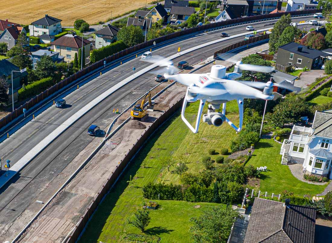 DJI Phantom RTK drone over anlegg