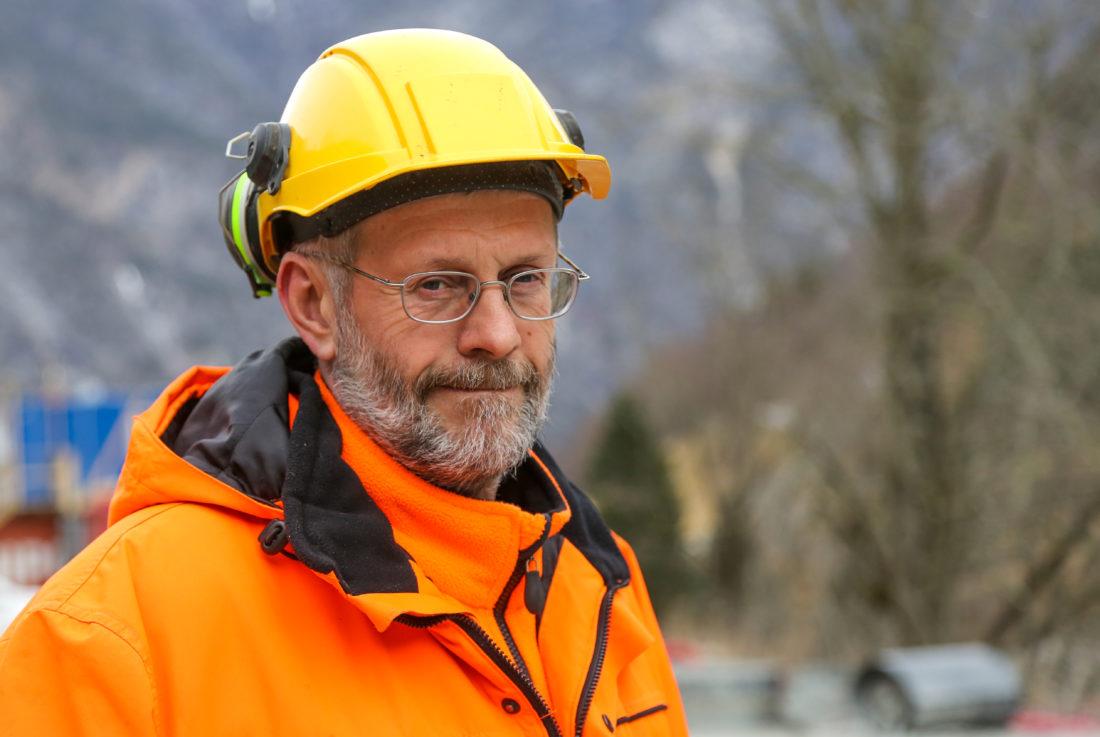 Oskar Brugrand AS, her ved daglig leder Odd Inge Brugrand, har utført grunnarbeidene på prosjektet og er ansvarlig for massehåndteringen etter at transportbåndet har fraktet steinen ut av tunnelen.