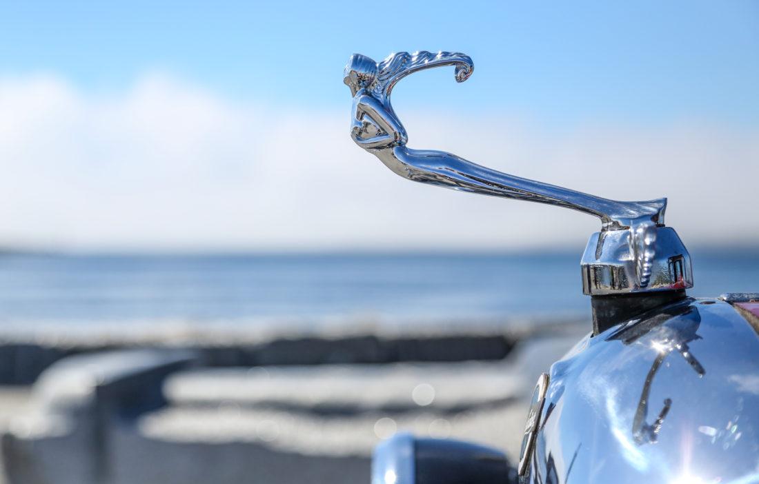HOOD ORNAMENT: Studebaker. (Photo: Runar F. Daler)