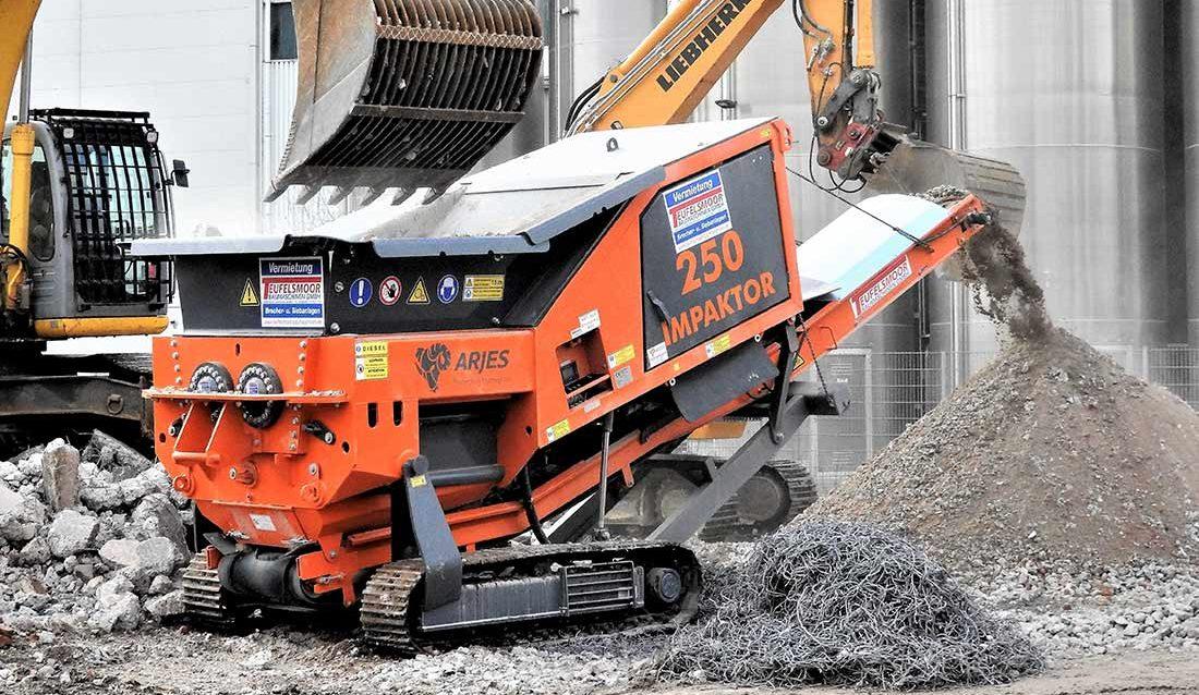 Arjes Impaktor 250 kverner asfalt og armert betong